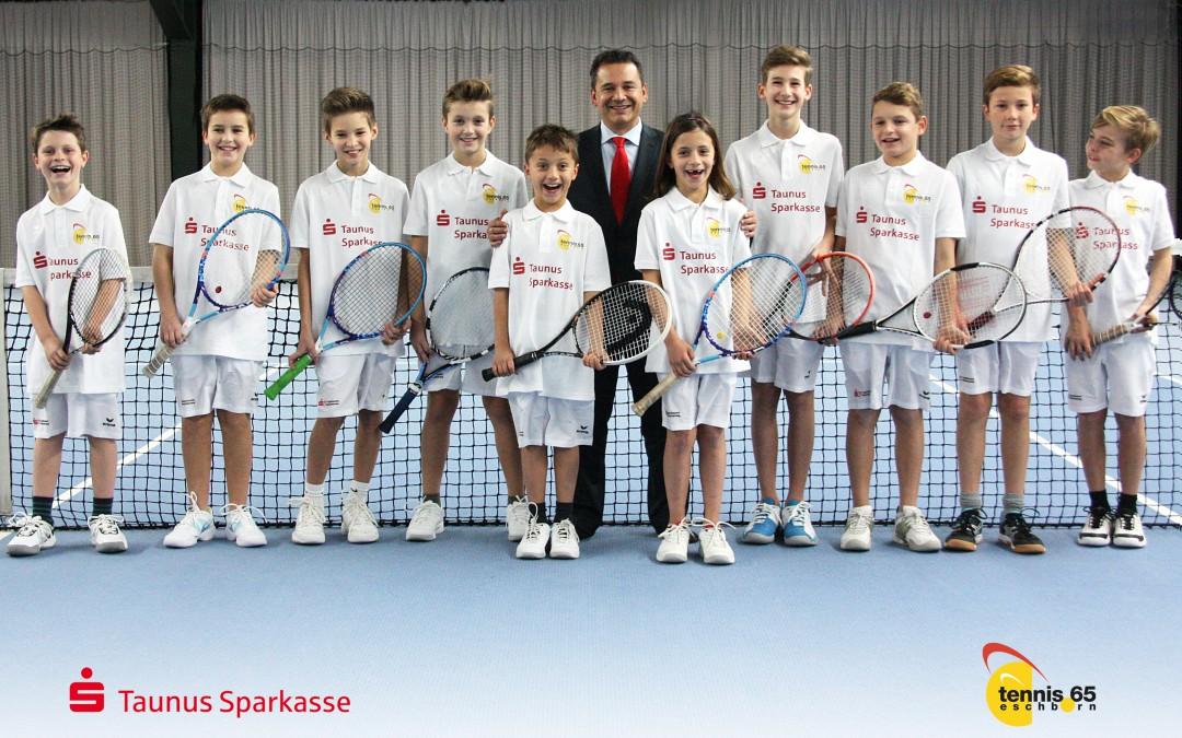 Tennis-Jugend ganz in weiß