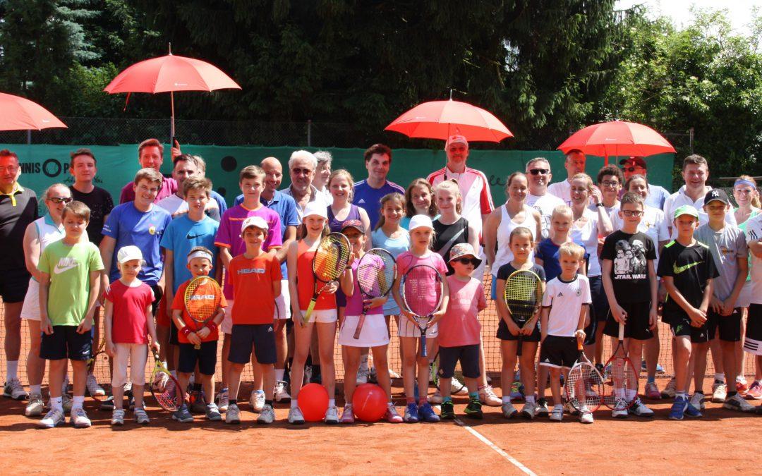 Taunus Sparkasse unterstützt Generationenturnier bei tennis 65